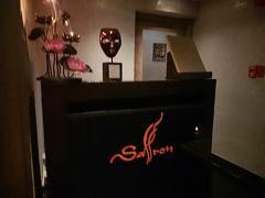 ホテルに戻ってから、タクシーでバンヤンツリーホテルへ。 52階にあるタイ料理のサフロンの奥にあるサフロンスカイガーデン。