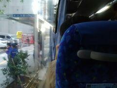 今回は節約旅だし成田夜発なので午後からゆっくり目に自宅を出発して、いつもの定期券で八重洲口まで。 そしてやっぱり満席東京シャトル。