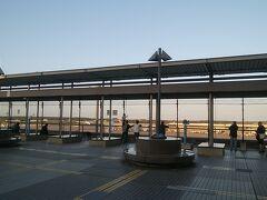 3タミではなく2タミで降りて少し暇つぶし中。  ちなみに4トラネーミング ・第1ターミナルは展望デッキ ・第2ターミナルは見学デッキ 何故違うの?