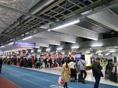 結構な広さというか、人口密度高い第3ターミナル。 お初です!