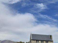 橋を渡って羊飼いの教会に行く。雨上がり直後なので、そんなに人はまだいません。