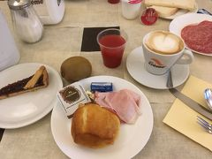 11月29日 バーリのホテルの朝食