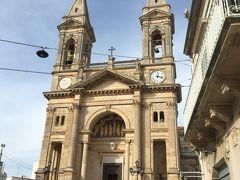 アルベロベッロに到着。聖コズマ・エ・ダミアーノ教会。