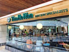 朝ご飯食べたばかりだけど お昼ご飯にと思っていたティムホーワンに行列がなかったので チャンスと思い入店 世界一リーズナブルな香港のミシュラン一つ星レストラン  日本にも店舗あるけど行列必須なのよね 飲茶は別腹!  息子に、早飲茶の可能性あるなら朝ご飯調節するから教えといてーと言われ、そりゃそーだ ちょいちょい予定変わってごめんねー