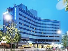 金浦空港に到着、イミグレもスイスイ。 A'REXで空港→孔徳(6号線)→緑莎坪駅(ノッサピョン)出口3番 ちょっとウロウロしましたが、立派な建物「龍山区庁」の横です。 「梨泰院クラウンホテル」(HPより)