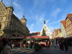 ローデンブルグの景色  マルクト広場 ここがクリスマスマーケットのメイン会場(*≧∀≦*) とってもいい天気で気持ちいいヽ(´▽`)/  可愛らしい町並みにキュンキュン(*≧∀≦*)