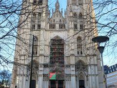 Cathédrale Saints-Michel(サン・ミッシェル大聖堂)  ブリュッセルに到着。  先ずは、前回来た際に見られなかった、サン・ミッシェル大聖堂を見ることにしました。歴代国王が結婚式を挙げる王室御用達の大聖堂として知られています。