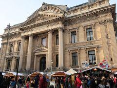 ■Bourse  証券取引所前のクリスマスマーケット。ドイツに比べると地味な感じは否めません。