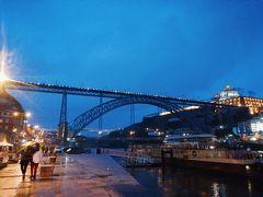 ドン・ルイス1世橋がお目見え。  控えめながらもも上品に光る橋の存在感。 ポルトの街を美しく彩っています。