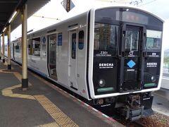 終点のに西戸崎駅に到着です。  時間的に車内はガラガラで終点で降りたのは数人でした。