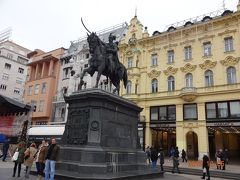 イェラチッチ広場の総督の騎馬像から観光スタート