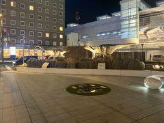 福井駅恐竜広場を訪れる。