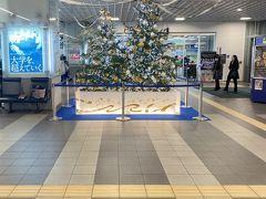 福井駅もクリスマス一色だった。