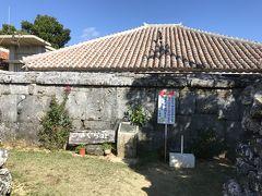 シュガーロードを一直線に進むと、小浜本集落に入ります。ドラマ「ちゅらさん」で有名な「こはぐら荘」もここにあります。中には入れないので、外から見るだけです。