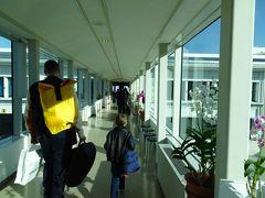 何事もなく、無事に那覇空港へ到着。到着ロビーへ向かいます。