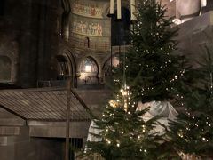 大聖堂もオープンしたので、入りました。からくり時計も見ました。