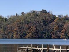 次に来たのは一碧湖。 思ったより小さな湖で、特に何もないのでなんだか池みたい。