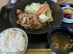ランチは生姜焼き定食。