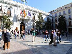 カルメン広場では熟年の方々が音楽に合わせてダンス。 普段ダンスをする機会のない私たち日本人にとっては勇気を出して入れ込めないですよね。