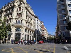 グランビア・デ・コロン通りへと続きます。