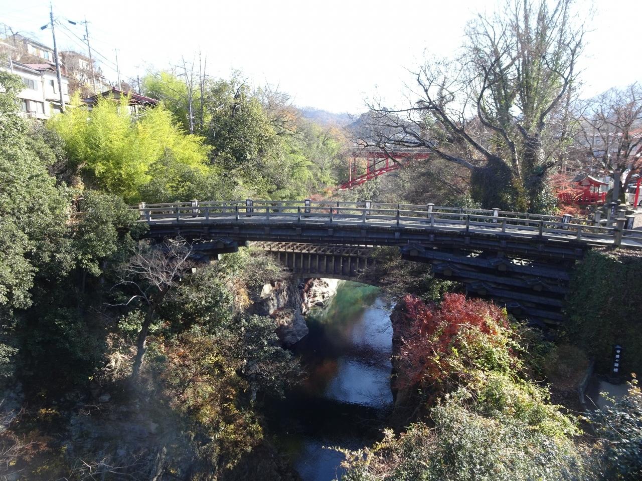 観光名所の「猿橋」に寄り道してみました。橋脚のない珍しい構造で、日本三奇橋の一つだそうです。