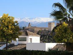 サンタ・イサベル・ラ・レアル展望台にて。 雪に覆われたシエラネバダ山脈をバックにアルハンブラ宮殿が見えました。