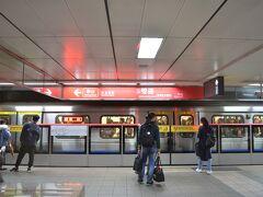 2019/11/28(星期四) 高鐵で台北に着いたところからです。MRT淡水信義線で2駅、雙連駅で下車。