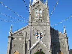 崎津教会。残念ながら内部の撮影は禁止です。畳敷きで、中央に赤いじゅうたんが続きます。もう、クリスマスの準備ですね。