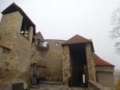 黄金小路から外に向かうところにある建物。お城の地図によるとダリボルカ塔かな。