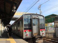 さて、高松駅まで歩いて、「青春18きっぷ」で10時54分、JR予讃線の普通列車で観音寺に向かいます。 特急だと1時間もかからない距離ですが、普通列車は待ち合わせなども多く、約1時間40分、12時33分観音寺駅到着。