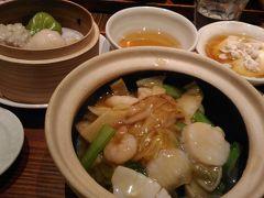 行きと同じ経路で新宿へ戻り、ミロード7階の騒豆花でランチ。  ル―ロー飯と迷って海鮮あんかけのセットを注文。味が特別に美味しいという訳ではないけど、海鮮あんかけには具がごろごろ入っていたし、点心は熱々だし、豆花もついて満足感ありました。1380円でした。