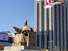 たまには、観光を(笑)  世宗大王像    めちゃデカい!!  青空に映えてました。
