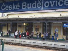 2時間強で南ボヘミアの中心都市チェスケー・ブデイェヨヴイツェに到着。 ここまで電化。機関車を変えて出発。