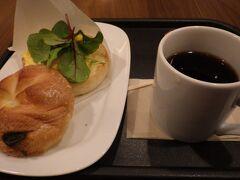 烏丸口にまわり6時30分開店のカフェ・ベローチェに入りました。