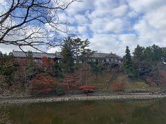 先ほどのため池には、奈良ホテルが隣接しています。奈良ホテルも高級ホテルですが、ディスカウントしている時期があるとか。