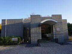 隣りに夏見廃寺展示館があって、