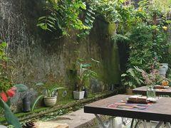 チャンフ―通りのカフェ ホテルのすぐ近く リーチングアウト ろう者のサポート活動をする店舗 中庭が良いです。