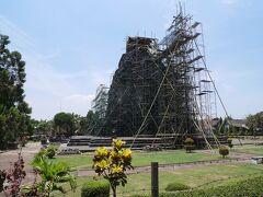 「ジョグジャカルタ空港周辺の遺跡  カラサン寺院(2019年10月時点修復工事中)」  3カ所目は、カラサン寺院。 残念ながら、修復中でした。