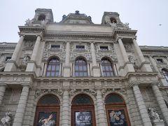 時刻は10時。 美術史美術館がちょうど開館したところで中に入って行く人もちらほら。