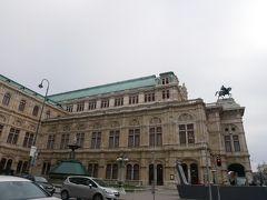 そしてゲーテ像の横が国立オペラ座。