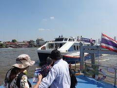 なかなか上手く使えない船。 直ぐそこのチャーン船着場まで60Bも取られる。