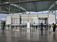 ノイバイ国際空港到着 約50分、旧市街を抜けるのに時間がかかる