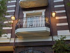 リゾートホテルの元々の本店だという軽井沢ルグランも、軽井沢の駅からまっすぐ延びた通りに面したお洒落なホテルでした。なかなかです。