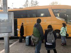 ネットで予約したStudent Agencyのバス。15時発。 1時間に一本ある。シニア料金1.9ユーロ(230円)申し訳ないほど安かった。 利用はしなかったがトイレもついている。