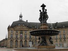 「ブルス広場」 18世紀に造られた広場。  まわりの建物は宮殿のように美しい。  今は、公的機関などが入っているそうです。