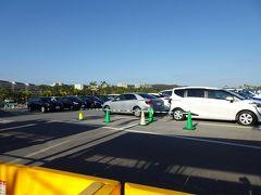 少し走って、ナゴパイナップルパークの駐車場へ。ここは、入口から車で結構入ったところにあります。