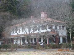昼神温泉街を抜けた場所に十字屋コーヒー店がありましたが、もう営業は終了していました。