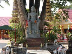 中国系といってもタイ仏教である事には間違いないです。  ワット プラ タート ドイ チョム トン
