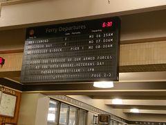 ピア39からフェリービルディングへ移動してきました。 この日のフェリーはもう終わりのようで、明日朝の時刻が表示されています。 パタパタの表示板 味が有りますねぇ。