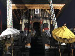 アメッドの村の寺院のお祭りに参拝